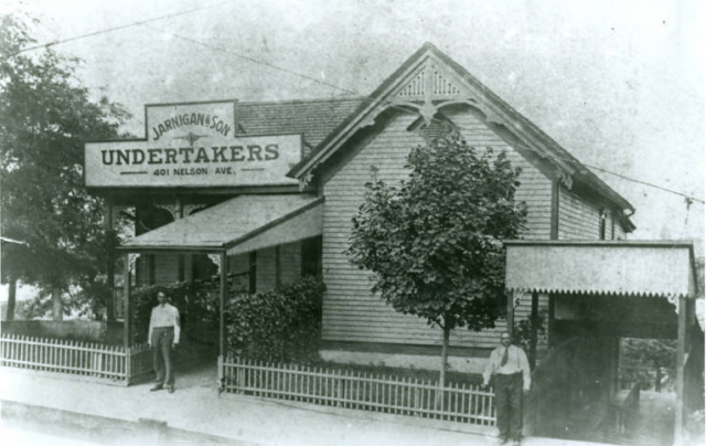 Jarnigan & Son Undertakers (now Jarnigan & Sons Mortuary) in Knoxville, Tennessee, circa 1880s-1890s. Courtesy of Walker Library.